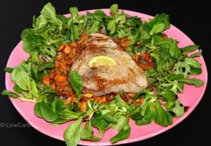 Thunfischsteak auf Eierschwammerl und Vogerlsalat